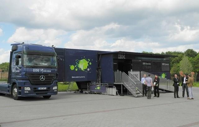 IBM Systems and Technology Truck z zewnątrz.