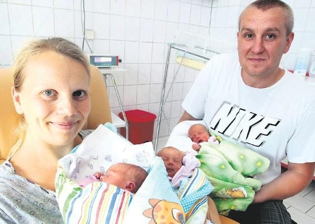 – Pierwszą córkę i teraz trojaczki urodziłam w szpitalu na Pomorzanach – mówi pani Alicja, mama Eli, Zuzi i Kamili, które przyszły na świat w lipcu i 1,5 rocznej Natalki. – Wybrałam ten szpital ponieważ jest najbliżej naszego miejsca zamieszkania. W trakcie obu porodów miałam bardzo dobrą opiekę.