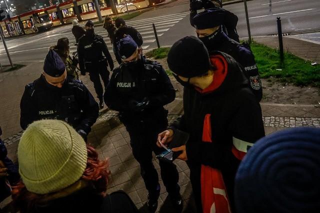 Protest maturzystów pod Kuratorium Oświaty w Gdańsku w środę, 25.11.2020