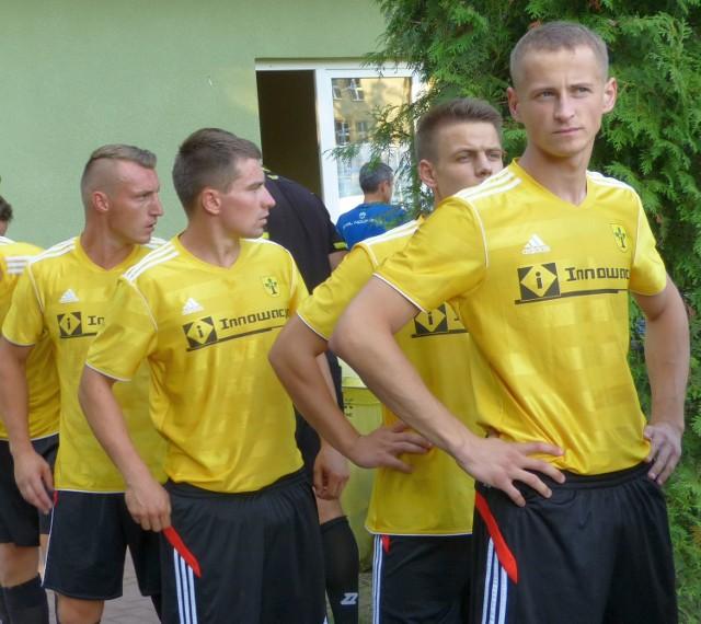 Wojciecha Dudka (z prawej) i jego kolegów ze Stali Nowa Dęba czeka spotkanie z Polonią Przemyśl.