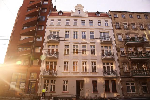 We Wrocławiu jest wiele miejsc historycznych, które pokazują dawne bogactwo tego miasta. Zaniedbywane przez wiele lat były jednak czasem powodem do wstydu, a nie dumy. Teraz to się zmienia. Ściągnięte niedawno rusztowania odsłoniły odnowione elewacje budynków w wielu miejscach naszego miasta.ZOBACZ ODNOWIONE BUDYNKI NA KOLEJNYCH ZDJĘCIACH. PORUSZAJ SIĘ PRZY POMOCY STRZAŁEK LUB GESTÓW
