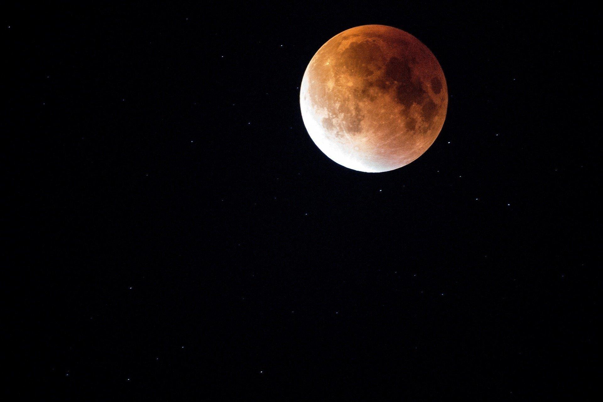 Zaćmienie Księżyca: kiedy przypada? Czy całkowite zaćmienie Księżyca wpływa na ludzi?   Strona ...