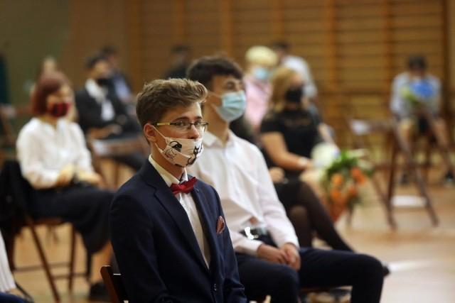 Tak kończył się rok szkolny w czerwcu. Jakie będą zasady pracy szkół w nowym roku szkolnym 2020/21 w epidemii koronawirusa?