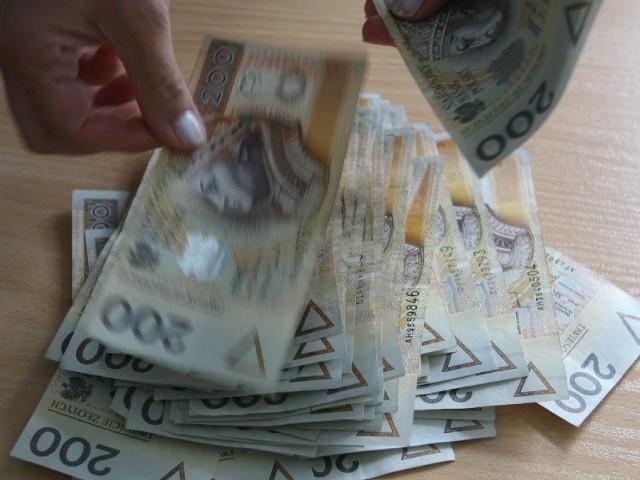 Ile zarabia, ile zarabiają…? - to pytanie od 1 stycznia do 31 maja 2012 r. pojawiło się w internecie prawie 7,5 tys. razy.