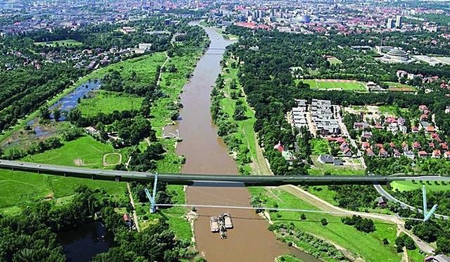 Mieszkańcy zastanawiają się czy lepiej wybudować kilka linii tramwajowych niż budować most Wschodni