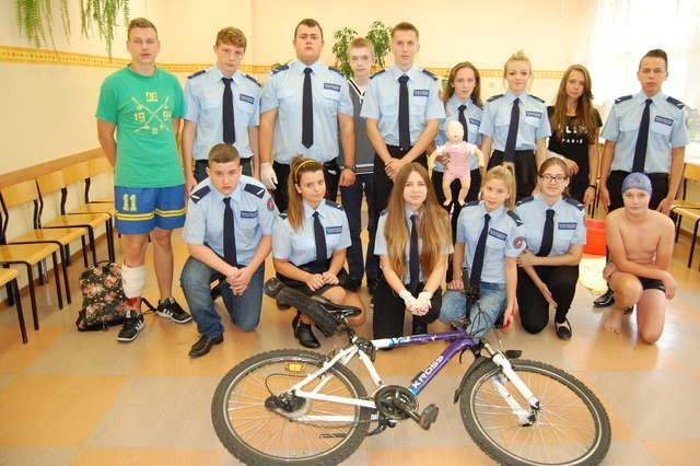 """II LO, jako jedyna szkoła w Toruniu, prowadzi klasy o profilu policyjnym. Policyjne doświadczenie uczniów z pewnością pomoże w realizacji programu """"Profilaktyka a Ty"""""""
