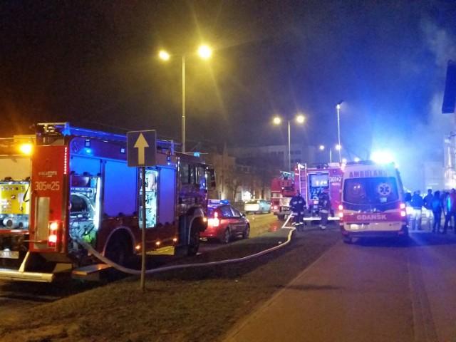 W pożarze budynku stojącego przy ul. Kolejarzy w Gdańsku zginęła jedna osoba