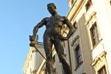 Wandale zniszczyli pomnik Szermierza. Ułamali mu szpadę
