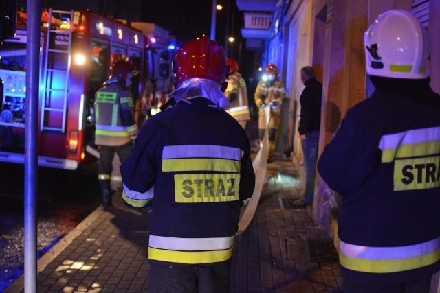 Pożar przy ul. Brzeźnej w Grudziądzu gasiło 8 zastępów straży pożarnej