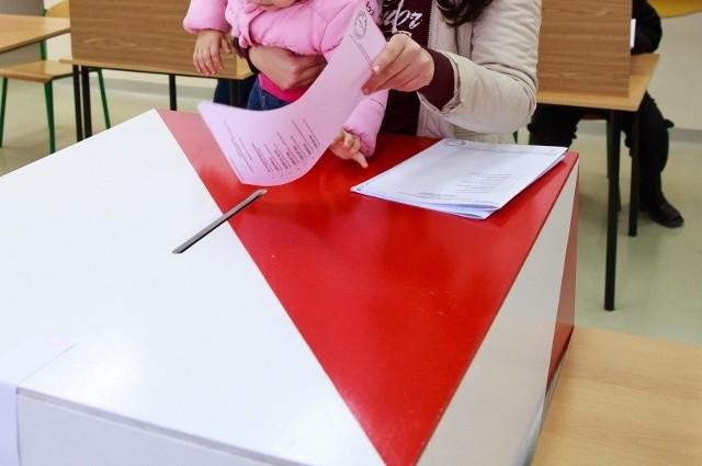 W niedzielę głosujący otrzymają jedną kartkę formatu A4, która będzie koloru białego