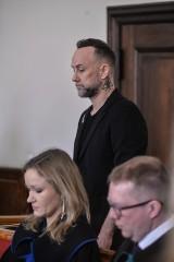 Sprawa znieważenia godła zakończona. Gdański sąd w nieprawomocnym wyroku uniewinnił Adama Nergala Darskiego i pozostałych oskarżonych