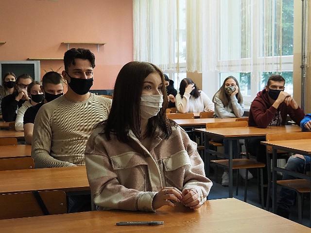 Próbna matura z języka polskiego 2021. Zobacz arkusze egzaminu maturalnego z języka polskiego na egzaminie próbnymCZYTAJ DALEJ ZOBACZ ARKUSZE >>>>