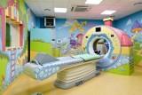 W szpitalu przy ul. Krysiewicza na badanie tomografem czeka się zaledwie kilka dni. Mogą korzystać z niego dzieci i dorośli