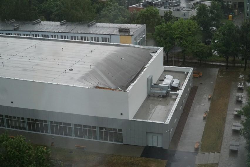 Zapadł się dach nowej hali sportowej na osiedlu Pod Lipami [ZOBACZ ZDJĘCIA]