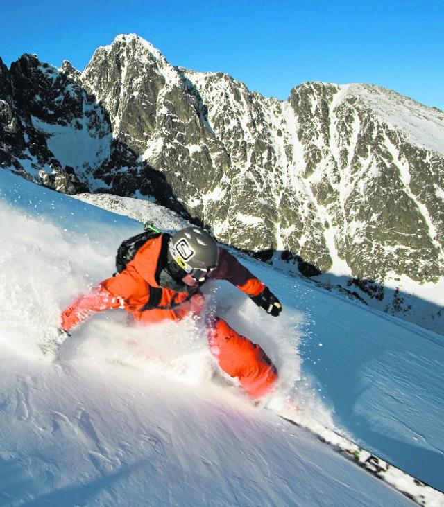 """Jasna-Chopok to najbardziej """"alpejskie"""" miejsce w Tatrach. Narciarze i snowboardziści szusują na 46 km tras zjazdowych"""