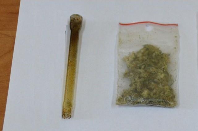 16-letnia mieszkanka gminy Chełmek wpadła z narkotykami. Za swój czyn odpowie przed sądem dla nieletnich.