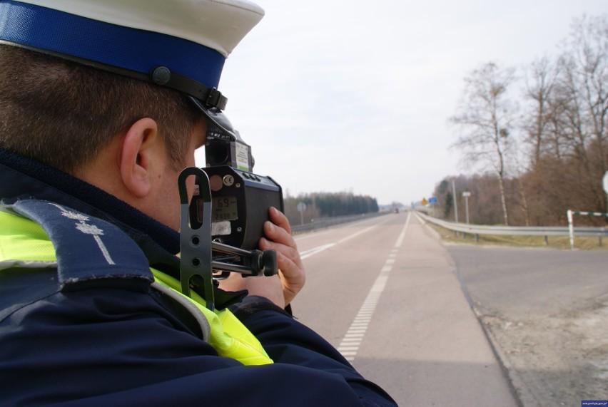 585 zgłoszeń do policji: picie alkoholu w miejscach publicznych, piraci drogowi i złe parkowanie.