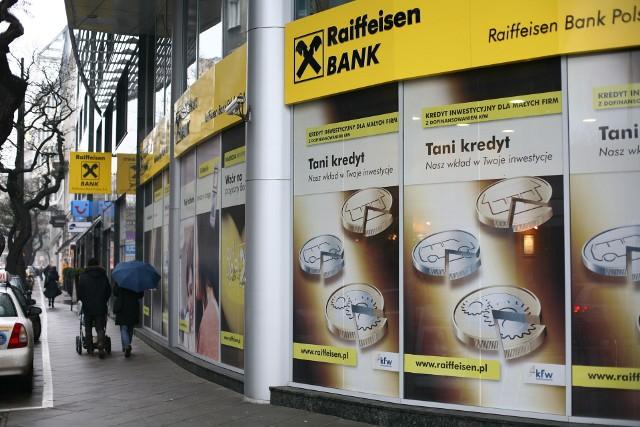 Choć w teorii bank dał frankowiczom wybór, zdaniem UOKiK w rzeczywistości klienci zostali postawieni pod ścianą.