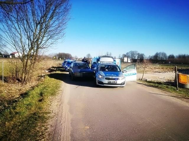 We wtorek podejrzany usłyszał zarzuty złamania sądowego zakazu, niezatrzymania się do kontroli oraz uszkodzenia policyjnego pojazdu.
