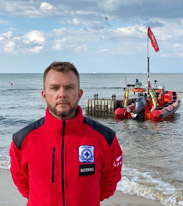 Maciej Dziubich, prezes Sopockiego WOPR: Silne prądy wsteczne, które są przy dnie nie pozwolą nam wrócić do brzegu. Dlatego ratownicy pracują w zespołach minimum trzyosobowych