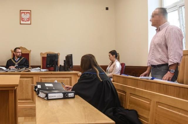 Śledczy oskarżyli Tomasza J. o posługiwanie się sfałszowanymi dokumentami i nielegalną rozbudowę kamienicy