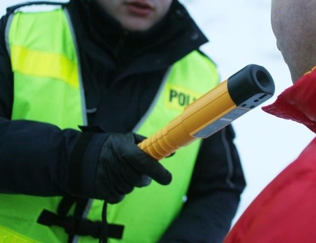Funkcjonariusz dodaje, że jeśli z jakiś przyczyn nie można sprawdzić trzeźwości, kierowca otrzyma informacje w jakiej najbliższej jednostce wykonana pomiar