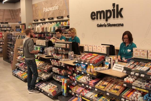 Po publikacji rządowego rozporządzenia, określającego nowe obostrzenia, okazuje się, że sklepy meblowe, jak np. sieć Ikea, również nie będą mogły przyjmować klientów. Pracować będą za to mogły Empiki