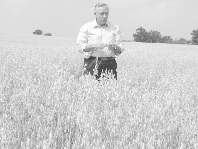 To zdjęcie zrobiliśmy w lipcu 2006 roku, w podkoszalińskich Karnieszewicach. To był szczyt jego kariery: jako wicepremier i minister rolnictwa przyjechał do Koszalina, wziął udział w konferencji prasowej poświeconej problemowi suszy. Andrzej Lepper miał 57 lat. Mieszkał w Zielnowie pod Darłowem.