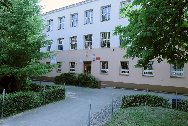Siedziba Gimnazjum nr 5 w Łodzi przy ul. Sienkiewicza 117