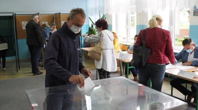 Podczas głosowania w lokalu wyborczym obowiązuje reżim sanitarny.