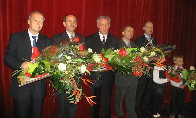 Rodzinne zdjęcie tegorocznych laureatów Zachodniopomorskiego Nobla.