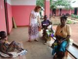Dzięki kolędnikom z Polski w samym sercu afrykańskiego buszu powstał szpital, który pomaga Pigmejom