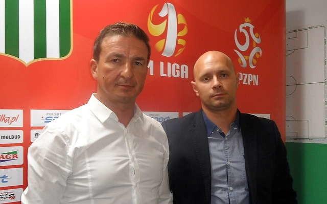 Od lewej: prezes Olimpii Grudziądz Jacek Bojarowski i nowy trener Artur Skowronek.   Fot. Maryla Rzeszut