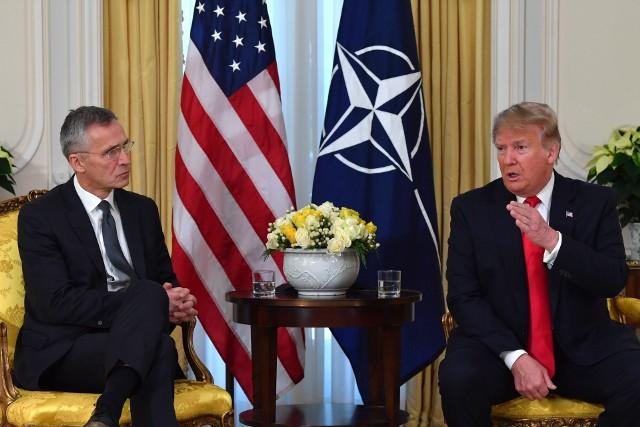 """Na wspólnej konferencji prasowej z Jensem Stoltenbergiem prezydent USA Donald Trump skrytykował wypowiedź prezydenta Francji o """"śmierci mózgowej"""" NATO"""