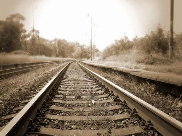 Zwłoki 7-letniego chłopczyka znaleziono na niestrzeżonym przejeździe kolejowym.