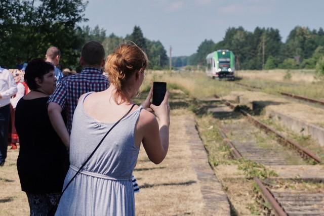 Pierwszy, od 16 lat, pociąg przyjechał do stacji Waliły