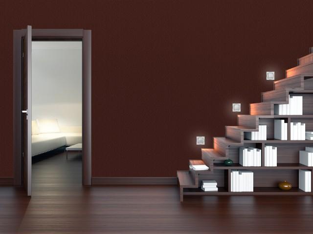 Aranżacja schodów z oświetleniem LEDLampki mają minimalistyczny wygląd. Podkreślają go wycięcia, z których wydobywa się światło. Można je stosować wewnątrz i na zewnątrz budynków. Pozwalają na tworzenie użytkowych i dekoracyjnych efektów świetlnych - idealnych do nowoczesnych aranżacji wnętrz.
