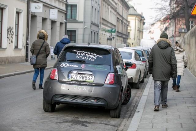 Jednym z najbardziej pożądanych świadczeń dodatkowych jest służbowy samochód do użytku także prywatnego. Identycznym zainteresowaniem według badań Pracuj.pl cieszy się dofinansowanie codziennych dojazdów do pracy, to potencjał tego rozwiązania nie został jeszcze w pełni odkryty przez pracodawców mimo dużo niższych kosztów.