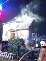 Pożar w Jeninie. Paliło się poddasze domu jednorodzinnego
