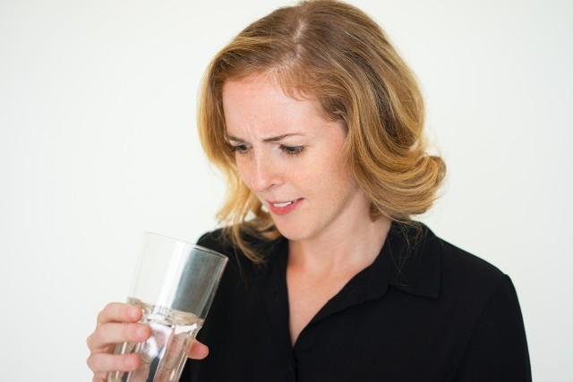 Metaliczny posmak w ustach może być wywołany przez wiele rodzajów infekcji grzybiczych. Jedną z nich jest grzybica jamy ustnej.