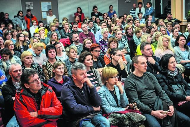 Na spotkanie w SP nr 65 przybyło ponad 200 osób, w tym wielu rodziców. To dowód jak ważny to dla nich temat.