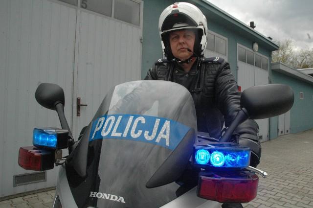 - Nowe motocykle ułatwią nam też dotarcie do miejsc, do których trudno dojechać radiowozem, np. na zakorkowanych drogach, na miejsce wypadku - mówi Sławomir Matusiak z komendy powiatowej policji w Oleśnie.