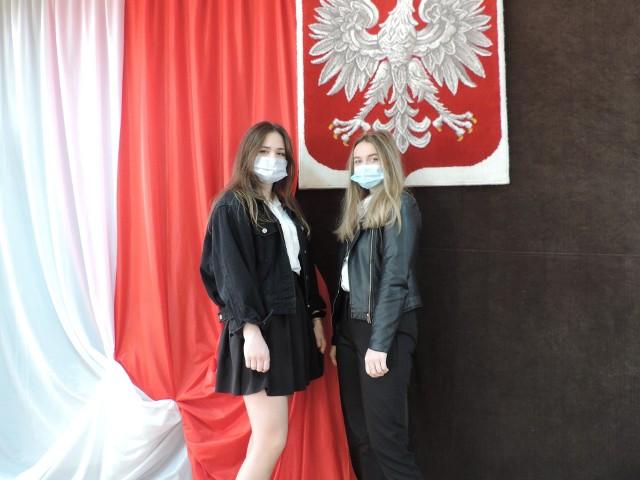 Maturzystki z wareckiego liceum przed egzaminem z języka angielskiego.