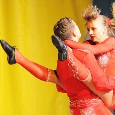 Yevgen Nishcheymenko i Mariya Kurenkova z Ukariny zajęli pierwsze miejsce w kategorii juniorzy