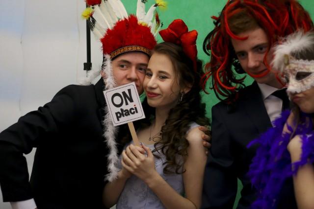 Nasza fotoreporterka była gościem imprezy studniówkowej Zespołu Szkół Nr 3 im. Walentego Lipińskiego i Mateusza Beksińskiego w Sanoku. Zobaczcie zdjęcia!