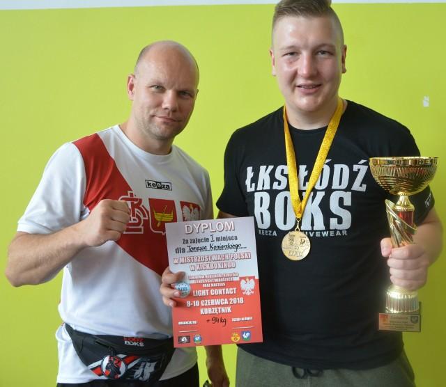 Trener Grzegorz Goliński i złoty medalista z ŁKSŁódź Boks Tomasz Koniarski