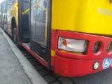 Zderzenie samochodu i autobusu MPK na buspasie w centrum Wrocławia
