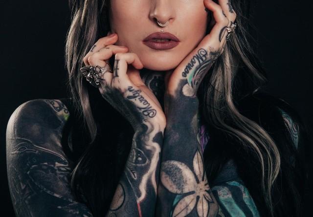 Obecnie tatuaże są powszechne i mało kogo dziwią. Badania pokazują jednak, że tatuaże częściej posiadają mężczyźni. Utarło się też przekonanie, że kobietom nie wypada się tatuować. Czy słusznie?Przejdź do kolejnego zdjęcia --->