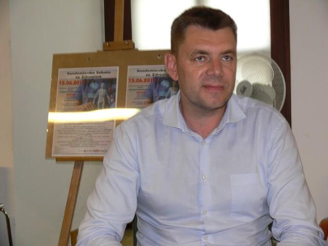Liczba uczestników szczepień nie jest ograniczona, należy tylko spełnić kryterium wiekowe i mieszkaniowe - mówi burmistrz Marcin Marzec.