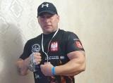 Krzysztof Anklewicz z Iłowej jest najlepszy w Polsce w siłowaniu na rękę. Wygrał na prawą i lewą rękę